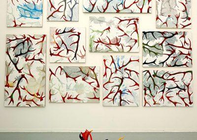Laissons la peur du rouge aux bêtes à cornes, Ensemble de 14 châssis (400x400cm), peinture acrylique sur toile tendue sur châssis