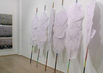 Bâtons de prélèvements, 240x350cm, 7 bâtons de bambou, dessins sur papier transparent épais.