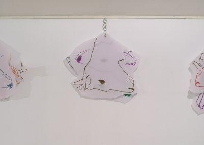 Les épinglés, 7x7 dessins sur papier transparent épais accrochés à un crochet de boucher