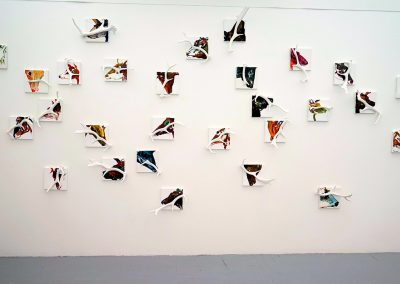 Impossible oubli,  200x300cm, 28 petits châssis de toile tendue + petits bois de cerf, peinture acrylique.