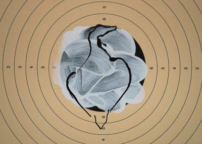 Ombre blanche,  150x150cm, 42 cartons de tir, dessins sur acrylique
