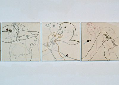 Mise en joue, 2008 Dessins marouflés sur toile, flèches de carabine d'enfant, 40 x 40 cm chaque
