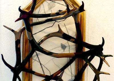 ''Le sacre du roi'', cadre + dessin + bois de cerfs, 75x70cm